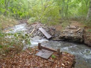 八木沢道の橋破損
